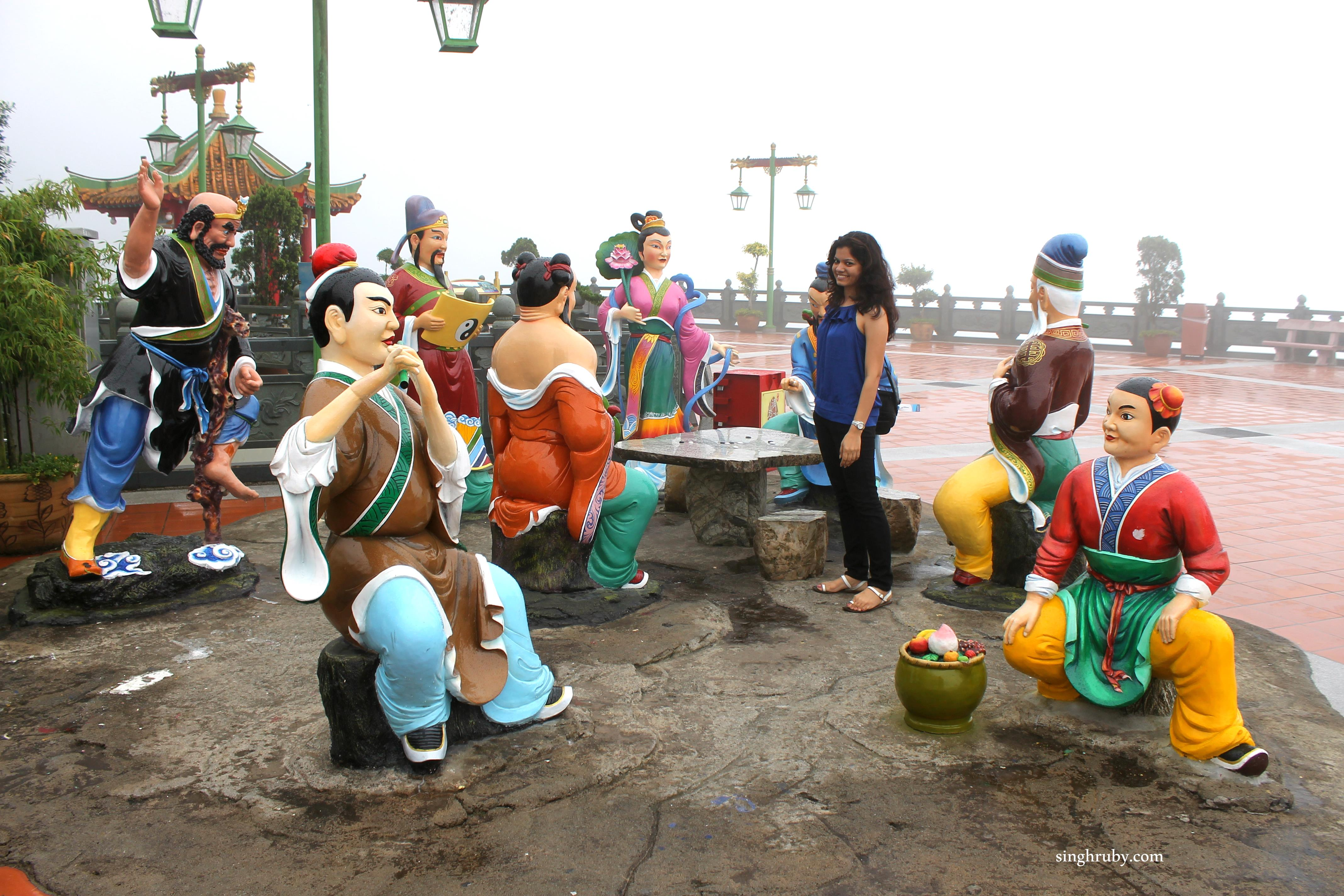 Here is a sneak peek into the happy and colorful statues. I am sure you don't want to see the ones displaying macabre.